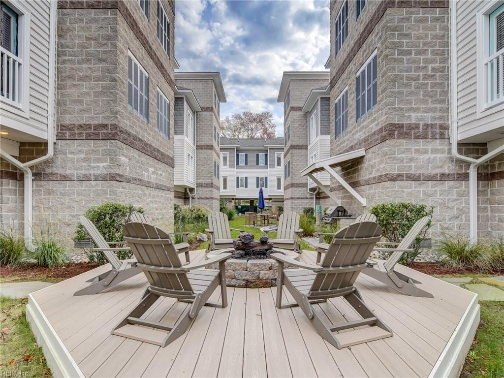 The natural-gas fire pit in the center of the courtyard is PERFECT for relaxing after a long day. The natural-gas is INCLUDED with the condo fees, and is available on a first-come, first-serve basis!